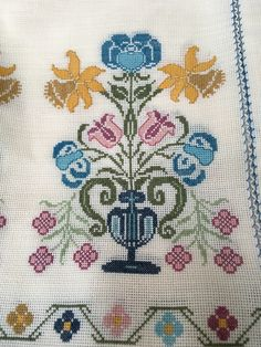 Cross Stitch Art, Cross Stitch Designs, Cross Stitch Patterns, Diy And Crafts, Arts And Crafts, Tapestry Crochet, Bargello, Art Nouveau, Kids Rugs