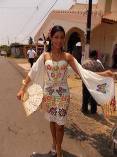 En pueblos como San José de Las Tablas muchas jóvenes que han incursionado en la costura crean sus propios diseños y cosen sus creaciones.