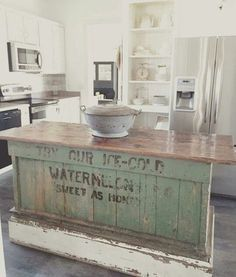 Shabby Chic Kitchen Island Create the Perfect Shabby Chic Kitchen With Some Wonderful Looking Shabby Chic Shelves Shabby Chic Kitchen Island. Whilst by no means a new look, shabby chic kitchens are… Farmhouse Kitchen Island, Kitchen Redo, New Kitchen, Kitchen Dining, Farmhouse Kitchens, Rustic Farmhouse, Kitchen Islands, Awesome Kitchen, Kitchen Art