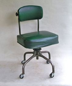 Steno Office Chair made in Grand Rapids, Michigan by Steelcase. This chair has mid-century industrial design written all over it Bentwood Chairs, Bar Chairs, Industrial Chair, Industrial Design, Lower Back Support, Green Bar, Desk Fan, Tubular Steel, Vintage Chairs