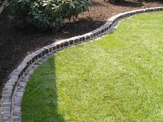 I am looking for a practical and nice bedding border. I looked at such lawn edges plastic in the garden center Garden Edging, Garden Borders, Garden Paths, Lawn And Garden, Garden Bed, Garden Landscaping, Plastic Lawn Edging, Vegetable Garden Planning, Garden Trees