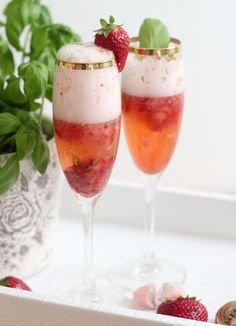 Bubbly Friday: Strawberry Basil Bellinis
