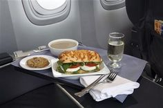 United looks to lure top fliers -- with food