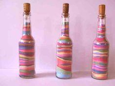 Gekleurd zand in een fles! Zo simpel, maar zo leuk! Heb ik zeker enkele kleren in de klas gedaan :) #knutselen