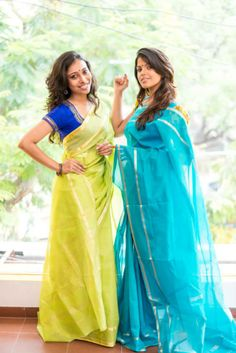 Like the concept of contrast colour blouse Beautiful Blouses, Beautiful Saree, Indian Attire, Indian Wear, Pakistani Outfits, Indian Outfits, Simple Sarees, Saree Trends, Types Of Dresses