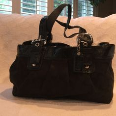 COACH SACHEL/BAG. BLACK COACH SACHEL/ BAG BLACK WITH SILVER HARDWARE.  USED BUT IN GREAT CONDITION. NO RIPS, TEARS OR FRAYING. A COUPLE OF MINOR SPOTS IN THE INTERIOR. Coach Bags Satchels