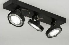 LED 46cm Strak, stoer en zeer scherp geprijsd! Deze moderne plafondlamp is gemaakt van vol aluminium en uitgevoerd in een modern mat witte kleur. Aan dit armatuur hangen drie beugels. In elke beugel zit een spot. Deze grote ledspots zijn kantelbaar en draaibaar zodat u de lichtbundels geheel naar wens kunt richten. Ook zonder led of dimbaar led . Voor woonkamer , keuken , slaapkamer of bedrijf   Home interior lights / ONLINE SHOP : click on this LINK ( www.rietveldlicht.nl Verzendkosten…