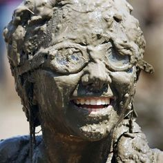 A girl smiles while covered in mud during Wayne County's 2011 Mud Day event at Nankin Mills Park July 2011 in Westland, Michigan. The annual event consists of gallons of water mixed with 200 tons of topsoil. Why Do People, Crazy People, Funny People, Strange Photos, Crazy Photos, Water And Sanitation, World Water Day, Top Soil, Woman Smile