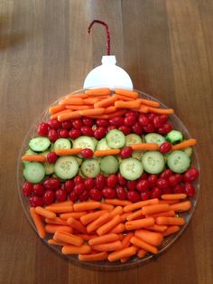 This would be adorable in Christmas colors with tomatoes, cucumbers, broccoli, cauliflower and black olives.  Or it'd be nice as a fruit tray too!