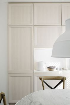 Light pastel colours optically enlarge the space while keeping it warm and friendly.