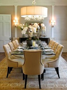 Get inspired by these dining room decor ideas! From dining room furniture ideas, dining room lighting inspirations and the best dining room decor inspirations, you'll find everything here! Dining Room Lighting, Dining Room Design, Elegant Dining Room, House Interior, Farmhouse Dining, Dining Room Chairs, Home Living Room, Dining Room Furniture, Neutral Dining Room