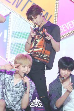 180721 Seventeen in Music Core Woozi, Jeonghan, Wonwoo, Seventeen Junhui, Wen Junhui, Adore U, Seventeen Debut, Pop Bands, Pledis Entertainment