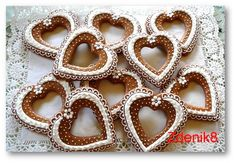 Perníkové srdce obrysové - balené Flower Cookies, Heart Cookies, Cookies Et Biscuits, Gingerbread Decorations, Christmas Gingerbread, Gingerbread Cookies, Royal Icing Cookies, Meringue Cookies, Cake Cookies