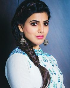 This blue is really cool South Actress, South Indian Actress, Beautiful Indian Actress, Samantha In Saree, Samantha Ruth, Beauty Full Girl, Cute Beauty, Samantha Images, Celebrity Casual Outfits