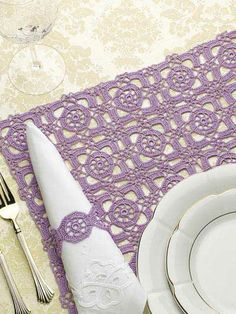 Renaissance Tiles: Lunch on the terrace will taste even better when served on this dramatic tile place mat with matching napkin holder. Doily size: 12 x 15 inches (appx)