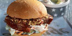 Μπέργκερ με το χοιρινό της γιορτής Pulled Pork, Hamburger, Ethnic Recipes, Food, Shredded Pork, Essen, Burgers, Meals, Yemek