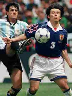 Argentina 1 Japan 0 in 1998 in Toulouse. Naoki Soma shields the ball from Ariel Ortega in Group H #WorldCupFinals