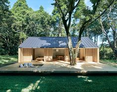 "goodwoodwould: ""Good wood - Japanese kings of minimalism Muji have launched their new prefab offering 'Yō no Ie', or 'Plain House'. The intention is that it's very open to encourage indoor/outdoor. Prefab Cabins, Prefabricated Houses, Prefab Homes, Tiny Homes, Estilo Muji, Casa Muji, Muji Hut, Sun House, Casa Patio"