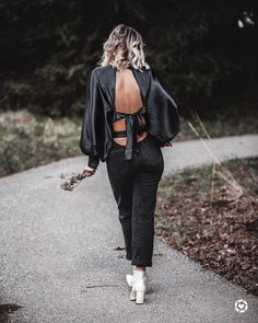 One of my major weaknesses when shopping is open back tops. An exposed back or some exposed shoulders is one of the sexiest ways to show off some skin and& Backless Top, Total Black, Cut Out Design, Affordable Fashion, Street Style Women, My Wardrobe, V Neck Tops, My Outfit, Casual Looks