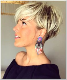Add a blonde color to a pixie cut, and that is an entirely different hair level. We like to pay tribute to the blonde pixie cuts since they are just wonderful. Choppy Pixie Cut, Edgy Pixie Cuts, Pixie Bob Haircut, Pixie Bob Hairstyles, Best Pixie Cuts, Short Pixie Haircuts, Hairstyles Haircuts, Short Hair Cuts, Short Hair Styles