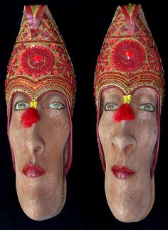 Artist Gwen Murphy turns old shoes into works of art by giving them faces. She uses ash clay and acrylic paint to create those bugged-out...