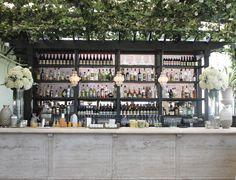 Large standing pieces look ravishing on the bar at Gramercy Park Hotel. #wedding #gramercyparkhotel