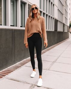 Casual Leggings Outfit, Cute Outfits With Leggings, Cute Leggings, Cute Casual Outfits, Simple Outfits, Black Leggings Fashion, Casual Athletic Outfits, Leggings Style, Print Leggings