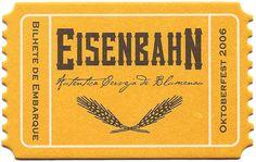 Bolacha da cervejaria Eisenbahn (ferroviária) de Blumenau, que tem o design de um bilhete de trem.