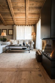 Bello il camino View full picture gallery of San Luis - Private Retreat Hotel & Lodges Diy Furniture Decor, Home Furniture, Chalet Interior, Interior Design, Casa Hotel, Modern Mansion, Fireplace Design, Inspired Homes, House In The Woods