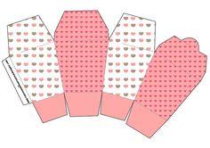 http://fazendoanossafesta.com.br/2013/03/fundo-coracoes-kit-completo-com-molduras-para-convites-rotulos-para-guloseimas-lembrancinhas-e-imagens.html