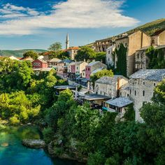 Beautiful turquoise waters of Neretva river in Mostar. Visit our website: www.tourguidemostar.com #architecture #photography #travel #travelworld #tara #halebija #oldbridge #oldtown #mostar #tourguidemostar #neretva