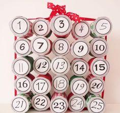 Bastelideen zu Weihnachten -recycling-adventskalender-klopapier-rollen-zahlen-tage-anordnen