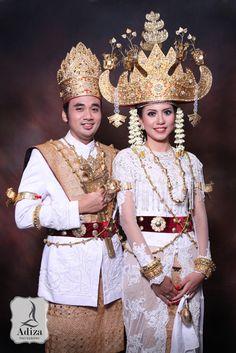 Lampung Traditional Wedding Outfit #MuslimWedding, www.PerfectMuslimWedding.com