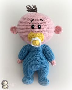 Muñeco bebé amigurumi Baby Knitting Patterns, Amigurumi Patterns, Crochet Patterns, Crochet Baby Toys, Crochet Animals, Knitted Dolls, Crochet Dolls, Baby Doll Toys, Crochet Instructions