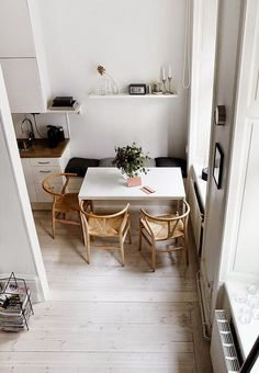 Small dining rooms and areas are inherently a lot more difficult to design than compact bedrooms and tiny living spaces. Turn a small dining room into a focal point of your house with these tips and tricks. Simple style and… Continue Reading → Dining Room Design, Minimalism Interior, Home And Living, Small Dining, Interior, Dining Room Small, Home Decor, House Interior, Home Deco