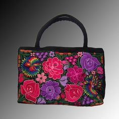 Bolsa de mano Istmeña. #Handbags #Purses #Mexican #Bolsas #Fashion #Moda #Embroidery #Bordada #Oaxaca #Floral