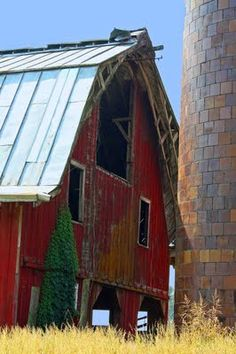 """.This appears to be """"The Red Barn"""" in Rolling Fork, Ms. It collapsed a couple of years ago but the silos are still standing."""