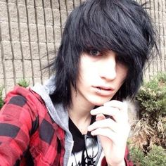 [[FC: Johnnie Guilbert]] Hey, it's Mason, I'm 17, and I can see ghosts. I've been able to see them since I was 8 and my mom died. No one believes me when I say that I can see dead people. I'm bi, but tend to lean mostly to girls.