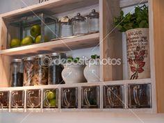 bela cozinha clássica prateleiras e especiarias cremalheira — Imagem Stock #8989470