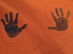 Handschoenen met handjes van verf.