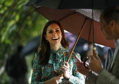 Multan a revistas por fotos topless de la duquesa Catalina