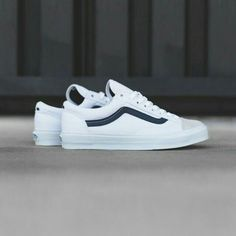 Vans CA Style 36 Vansguard: True White / Dress Blue - Herren Anzug Vans Sneakers, White Sneakers, Sneakers Fashion, Sneakers Design, Gucci Sneakers, Converse, Tenis Casual, Casual Shoes, Sneaker Boutique