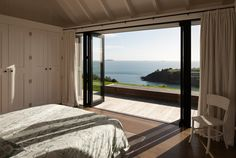 This modern beach house was designed by Christian Anderson Architects, sited on the headland in Owhanake Bay on Waiheke Island, New Zealand. Indoor Outdoor, Outdoor Areas, Interior Architecture, Interior And Exterior, Farmhouse Architecture, Interior Design, Tiny House, Open House, Wooden Cottage