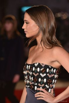 Alicia Vikander Off Duty Street Style Inspiration Alicia Vikander Hair, Alicia Vikander Style, Swedish Actresses, The Danish Girl, Ex Machina, Jennifer Morrison, Elsa Pataky, Mode Outfits, Laura Vandervoort