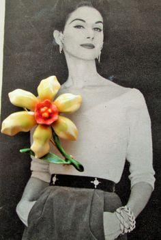HAR daffodil brooch