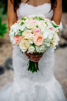 Monique Lhuillier Sonnet and peach and pink bouquet | White, Peach and Pink Wedding at the Villa Montalvo in Saratoga, CA | Photography: The Goodness | www.hathwed.com - Create the most beautiful presentation of your wedding day to share with family & friends