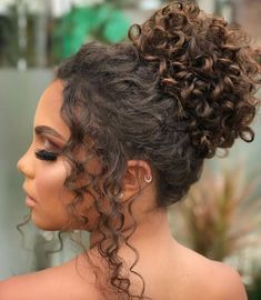 Curly hairs are a blessing and also equally referred to as trouble because they are really hard to manage in daily life. Curly hairs are a blessing and also equally referred to as trouble because they are really hard to manage in daily life. Curly Bridal Hair, Curly Hair Updo, Long Curly Hair, 3a Hair, Kids Curly Hairstyles, Step By Step Hairstyles, Curled Hairstyles, Wedding Hairstyles For Curly Hair, 1950s Hairstyles