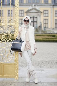 Hijab Designs - Hijab Style - Arabic Hijab Fashion is basically Muslim\'s dress and Non-Muslim and emo girls have starts dressing like nuns. Islamic Fashion, Muslim Fashion, Modest Fashion, Modest Outfits, Street Hijab Fashion, Fashion Pants, Girl Fashion, Style Fashion, Muslim Men
