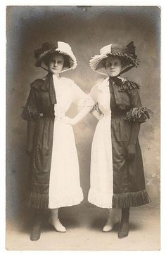 Vintage photographs show bizarre and inventive Halloween costumes from a giant pair of eyes to a pork chop Antique Photos, Vintage Pictures, Vintage Photographs, Old Pictures, Vintage Images, Old Photos, Retro Halloween, Halloween Costumes, Victorian Halloween