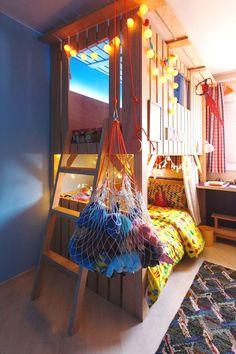 No programa DECORA do GNT, @mauricioarruda realizou o sonho da Manu de ter uma casa na árvore!  As camas foram decoradas com MOOUI para a Manu sonhar com todas as culturas, também tem bancada de estudo, reforma no guarda-roupa e cama extra para as amigas.  Ele usou: lençol TRI BRANCO e ETNIAS, capa de edredom MEXICO, fronhas ZIG COLOR e TRI BRANCO.  www.mooui.com.br   #treehouse #amomooui #beautiful #bedroom #bedroomdecor #decor #decoracao #interiors #style #kidsroom #quartodecriança